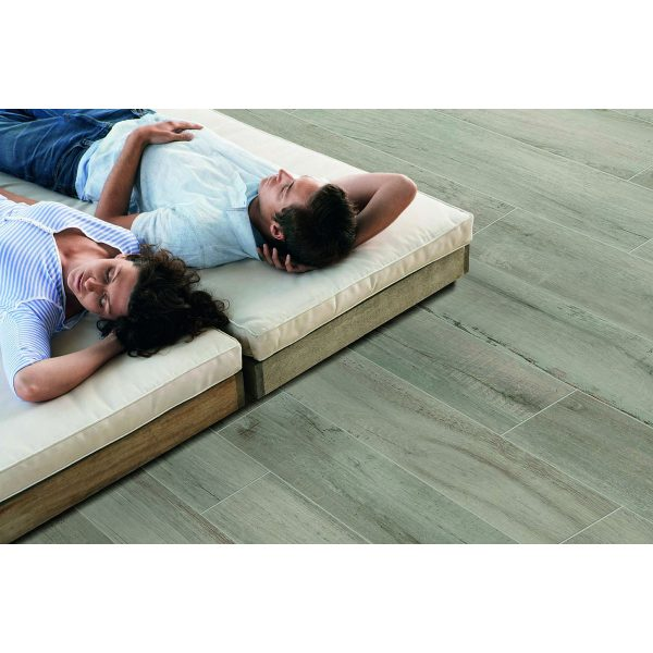 Total Tile and Bathrooms   Everglow Ash 29.5 x 120 x 2cm   Outdoor Paver   Roomset 1